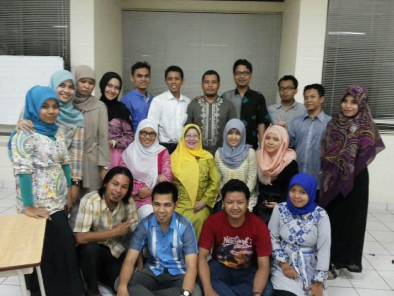 Adhitya bersama peserta training TOEFL YIB