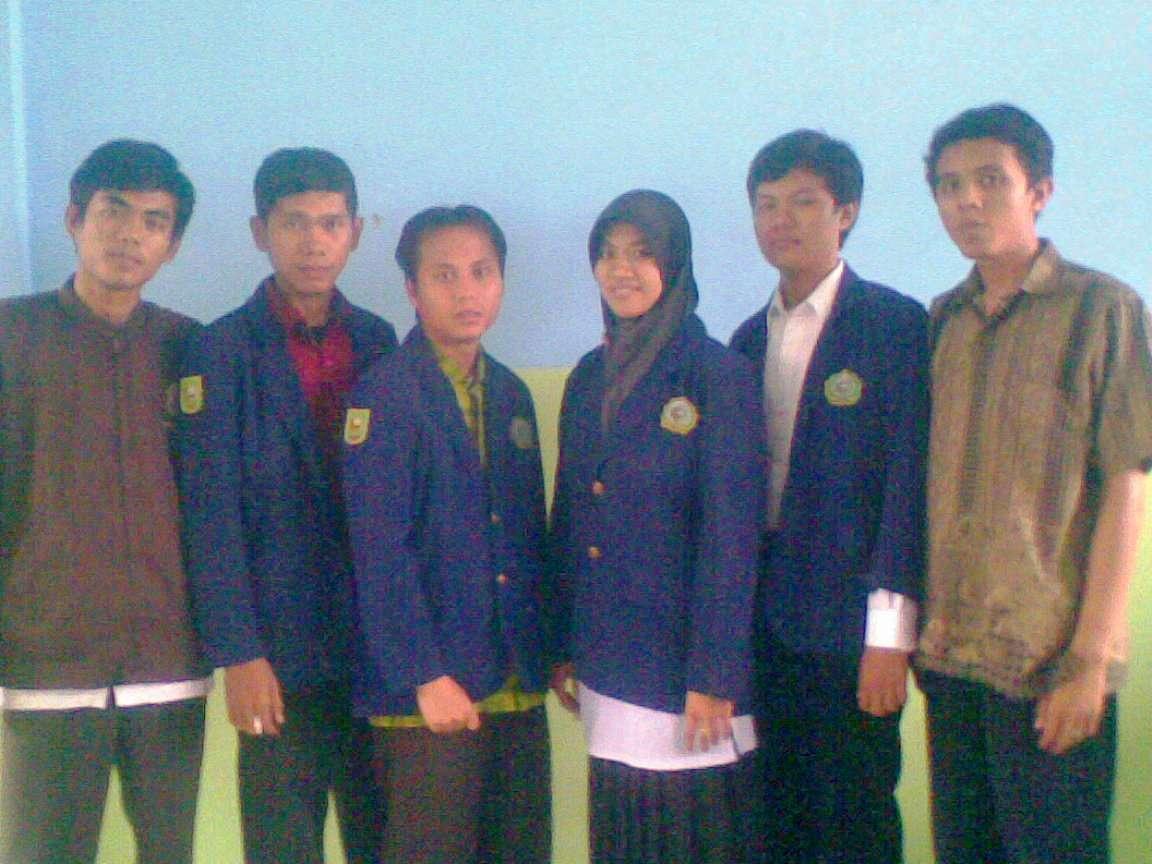 Adhitya bersama teman-teman PPL di Madrasah Aliyah Muhammadiyah