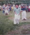 Adhitya saat lomba balap karung