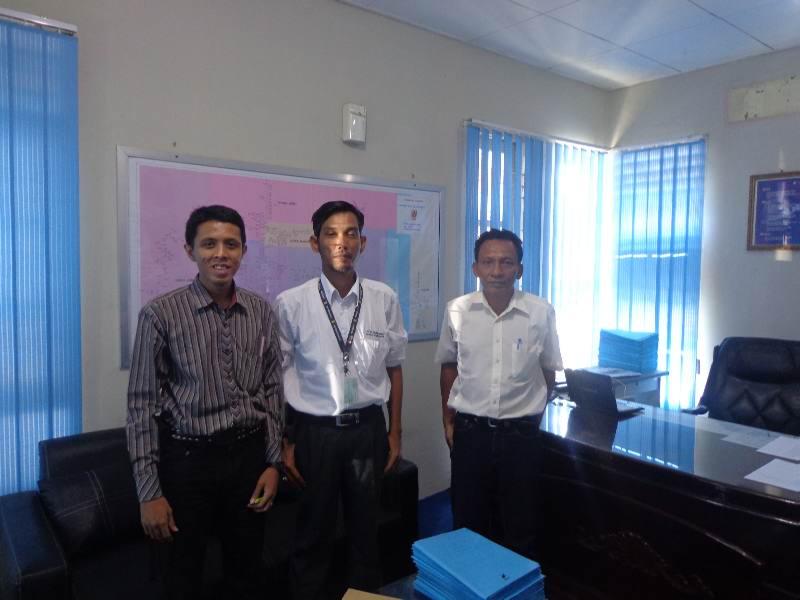 Adhitya saat verifikasi data PLN Rayon Kuansing