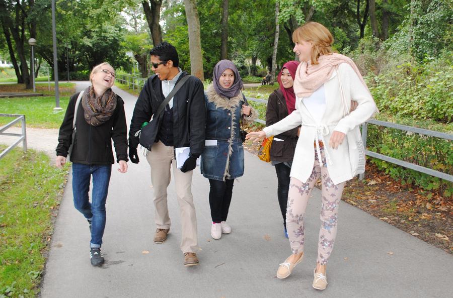 Ramah dan humoris - bersama teman-teman di Jerman
