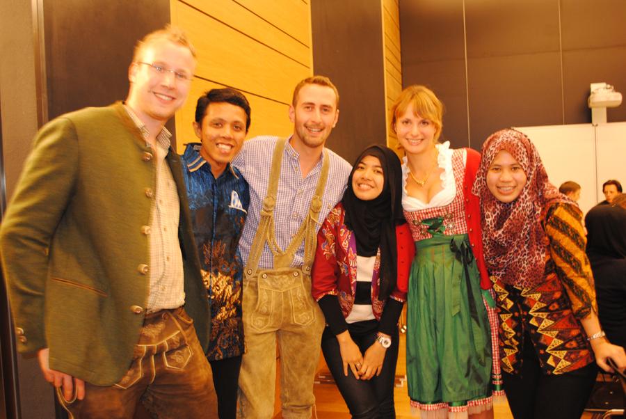 Intercultural friendship - foto bersama teman-teman di Jerman