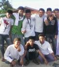 Adhitya bersama teman-teman sekelas saat SMA