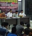 Adhitya saat menjadi moderator acara Badko HMI Riau Kepri