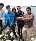 Adhitya bersama teman-teman asrama di Dumai