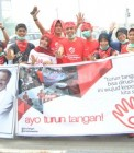 Adhitya saat aksi bagi-bagi masker dengan Turun Tangan Pekanbaru
